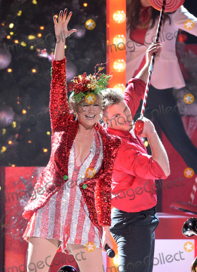 Jennifer Nettles Photo - 2013 CMA Country Christmas - Show