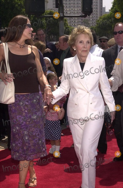 Patti Davis,Nancy Reagan Photo - Stuart Little 2 Premiere
