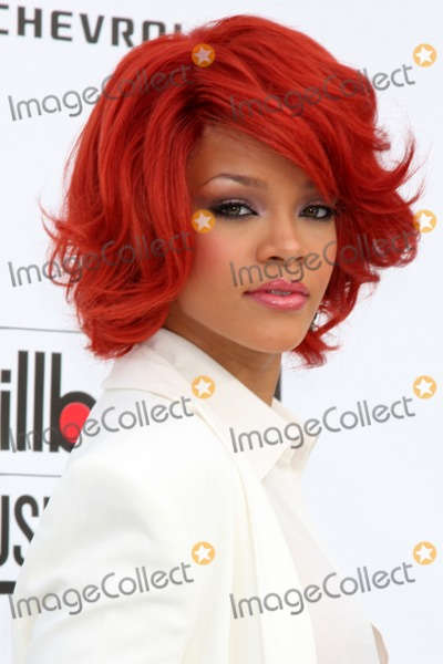 Rihanna arriving at the 2011 Billboard Music Awards