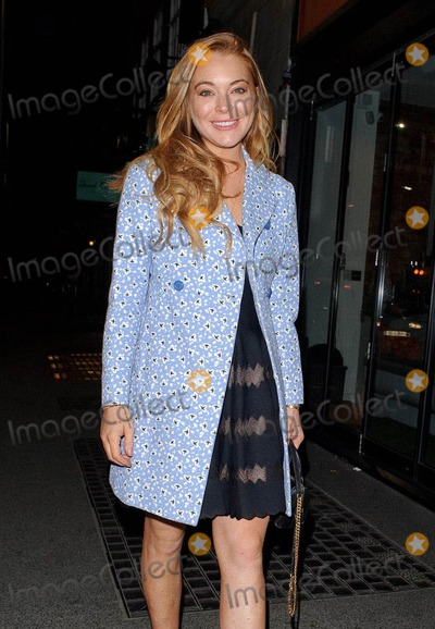 Lindsay Lohan,Chelsea Gardener Photos - Photo by KGC-81starmaxinccomSTAR MAX2015ALL RIGHTS RESERVEDTelephoneFax (212) 995-119641515Lindsay Lohan is seen at The Ivy Chelsea Garden Restuaurant(London England UK)