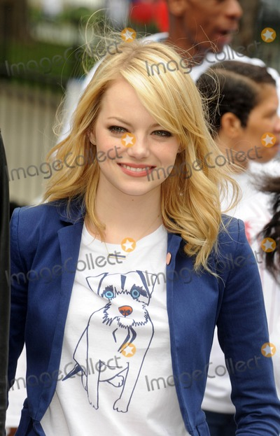 Emma Stone Photos - Photo by Dennis Van Tinestarmaxinccom2012starmaxinccomALL RIGHTS RESERVEDTelephoneFax (212) 995-119662612Be Amazing Stand Up Volunteer Initiative(Brooklyn NY)