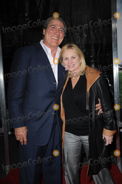 Vince Papale Photo - NFL Hall of Famer Vince Papale and Janet Papale arriving at the premiere of The Blind Side at the Ziegfeld Theatre on November 17 2009 in New York City