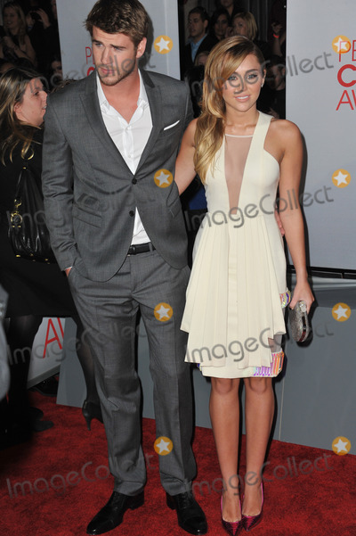Liam Hemsworth,Miley Cyrus Photo - 2012 Peoples Choice Awards