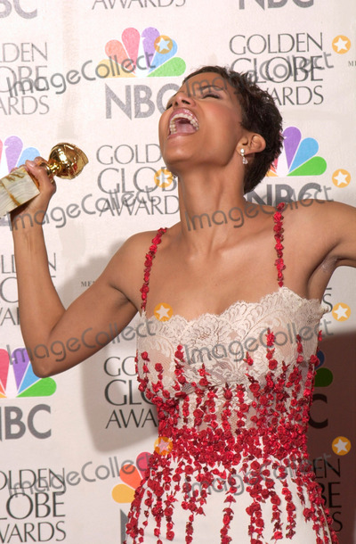 Dorothy Dandridge Photo - 23JAN2000  Actress HALLE BERRY at the Golden Globe Awards where she won for Best Actress in a TV Movie for Introducing Dorothy Dandridge Jean CummingsPaul Smith  Featureflash