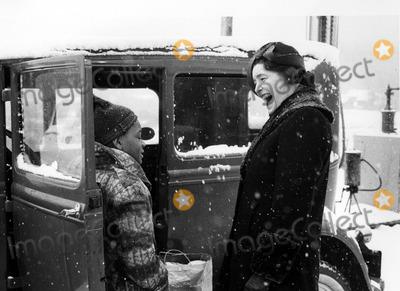 Patricia Neal Photo - Patricia Neal in the Homecoming 30030 Photo by Globe Photos Inc Patricianealretro