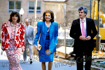 Jackie Onassis Photo - Caroline Kennedy with Jacqueline Kennedy Onassis and Her Fiance Schlossberg Photojames Colburn  Ipol  Globe Photos Inc 1986 Jacquelinekenndeyonassisretro