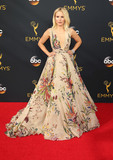 Kristen Bell Photo - 18 September 2016 - Los Angeles California - Kristen Bell 68th Annual Primetime Emmy Awards held at Microsoft Theater Photo Credit AdMedia