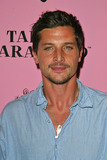 Simon Rex Photo 1
