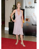 Jenna Elfman Photo 1