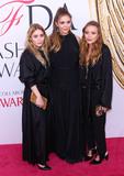 Ashley Olsen Photo - Photo by XPXstarmaxinccomSTAR MAXCopyright 2016ALL RIGHTS RESERVEDTelephoneFax (212) 995-11966616Ashley Olsen Elizabeth Olsen and Mary-Kate Olsen at the 2016 CFDA Fashion Awards(NYC)