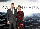 Jennifer Lawrence Photo - Photo by KGC-158starmaxinccomSTAR MAXCopyright 2016ALL RIGHTS RESERVEDTelephoneFax (212) 995-119612116Chris Pratt and Jennifer Lawrence at the photocall for Passengers(London England UK)