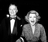 Anne Baxter Photo - Academy Awards  Oscars (49th) Ann Baxter and Max Showalter 1978 2834 Nate CutlerGlobe Photos Inc