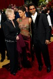 Halle Berry Photo - 74th Academy Awards Hollywood and Highland Hollywood CA 03242002 Photo by Fitzroy BarrettGlobe Photosinc2002 Halle Berry and Eric Benet
