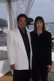 Tom Jones Photo - Anjelica Huston with Tom Jones 1999 Cannes Film Festival K15649fb Photo by Fitzroy Barrett-Globe Photos Inc