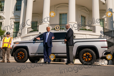 Photo - President Trump Tours the New Lordstown Endurance Electric Pickup Truck