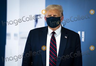 Photo - President Trump Visits American Red Cross in Washington