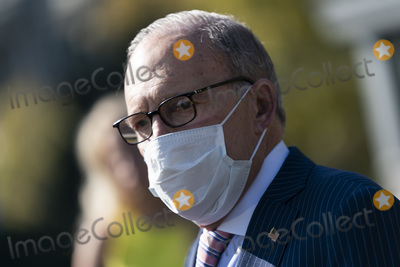 Photo - Larry Kudlow speaks to the Media at the White House
