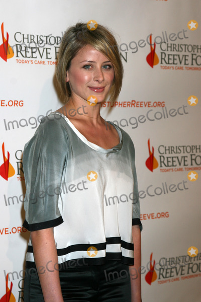 DANA REEVES Photo - Lauren Lo Bosworth arriving at the 4th Annual Los Angeles Gala for the Christopher  Dana Reeve Foundation at the Beverly Hilton Hotel in Beverly Hills CADecember 2 2008
