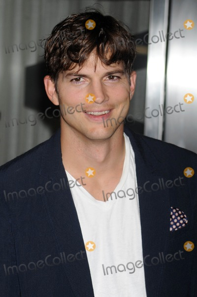 Photo - Photo by Dennis Van Tinestarmaxinccom2013starmaxinccomALL RIGHTS RESERVEDTelephoneFax (212) 995-11968713Ashton Kutcher at the premiere of Jobs(NYC)