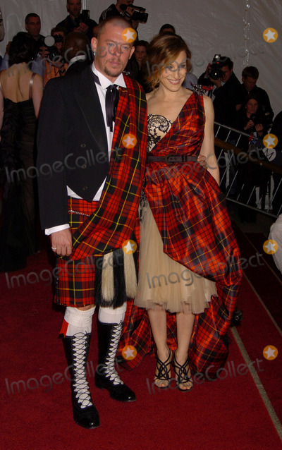 Alexander McQueen Photo - Alexander McQueen and Sarah Jessica Parker at the AngloMania Costume Institute Gala at The Metropolitan Museum of Art