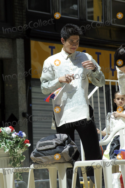 ALJUR ABRENICA Photo - Philippine actor Aljur Abrenica attends the 2009 Philippine Independence Day Parade on June 7 2009 in New York City
