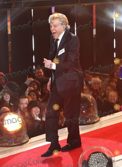 Lionel Blair Photo - Lionel Blair at Celebrity Big Brother 2014 - Contestants Enter The House Borehamwood 03012014 Picture by Henry Harris  Featureflash