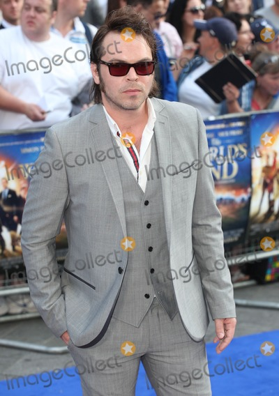 Gaz Coombes Photo - Gaz Coombes arriving for The Worlds End World Premiere at Empire Leicester Square London 10072013 Picture by Alexandra Glen  Featureflash