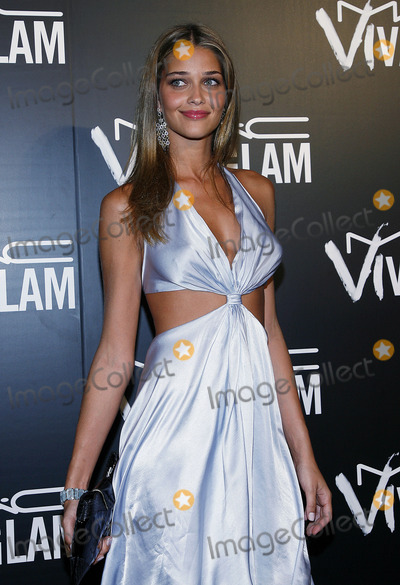 Anna Beatriz Barros Photo - Anna Beatriz Barros arrives to the Viva Glam VI dinner on September 6 2006 in New York City