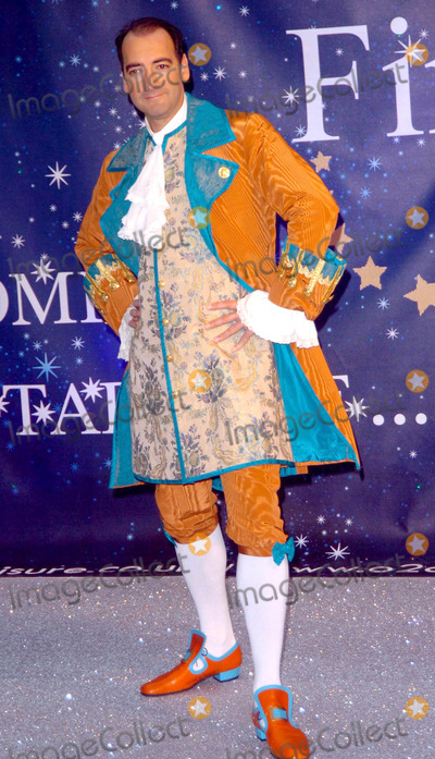 Alistair McGowan Photo - London UK Alistair McGowan at the Photocall to launch the 20089 Pantomime productions from First Family Entertainment held at the O2 Centre NW3 London 19th November 2008Andy LomaxLandmark Media