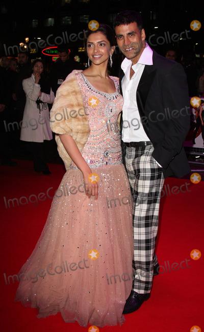 Akshay Kumar Photo - London UK Deepika Padukone and Akshay Kumar at the premiere of Chandni Chowk to China at the Empire Cinema Leicester Square12 January 2009Keith MayhewLandmark Media