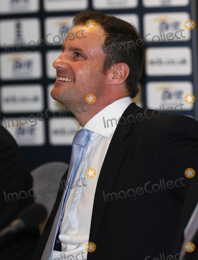 Photo - Cricket Press Conference At Heathrow