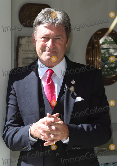 Alan Titchmarsh Photo - London UK Alan Titchmarsh at RHS Chelsea Flower Show VIP and Press Day in the grounds of the Royal Chelsea Hospital London on May 19th 2014Ref LMK73-48523-200514Keith MayhewLandmark Media WWWLMKMEDIACOM
