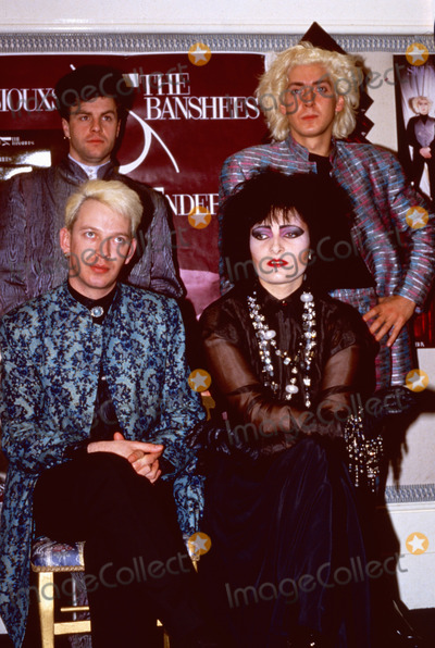 Photo - London UK LIBRARY   Siouxsie Sioux  in April 1986 promoting the Siouxsie and the Banshees album Tinderbox  With Steve Severin (left) Budgie (right top) and John Valentine Carruthers (left top) ReCap29092020 RefLMK11-SLIB290920-001PIP-Landmark MediaWWWLMKMEDIACOM
