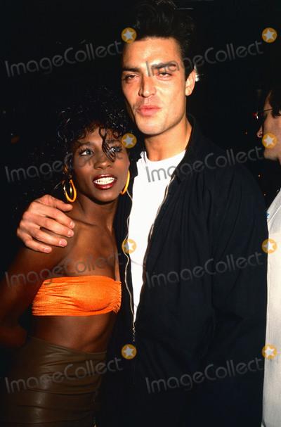 Photo - London UK LIBRARY Nick Kamen with Sinitta in late 1980s Kamen died 5th May 2021 aged 59 RefLMK11-SLIB060521-001  PIP-Landmark MediaWWWLMKMEDIACOM