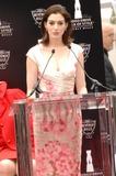 Ann Hathaway Photo 1