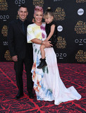 Carey Hart Photo - Photo by KGC-11starmaxinccomSTAR MAX2016ALL RIGHTS RESERVEDTelephoneFax (212) 995-119652316Carey Hart Pink and Willow Sage Hart at the premiere of Alice Through The Looking Glass(Los Angeles CA)