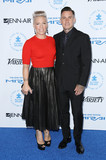 Carey Hart Photo - Photo by JMAstarmaxinccomSTAR MAX2015ALL RIGHTS RESERVEDTelephoneFax (212) 995-119610815Pink and Carey Hart at The Autism Speaks Celebrity Chef Gala in Santa Monica CA