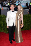 Adam Shulman Photo - Photo by ESBPstarmaxinccomSTAR MAX2015ALL RIGHTS RESERVEDTelephoneFax (212) 995-11965415Adam Shulman and Anne Hathaway at the 2015 Costume Institute Benefit Gala - China Through The Looking Glass(Metropolitan Museum of Art NYC)