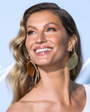 Giselle Photo - BEVERLY HILLS LOS ANGELES CA USA - FEBRUARY 21 Model Gisele Bundchen wearing a dress by Stella McCartney and Nicholas Kirkwood shoes arrives at the 2019 Hollywood For Science Gala held at a Private Estate on February 21 2019 in Beverly Hills Los Angeles California United States (Photo by Xavier CollinImage Press Agency)