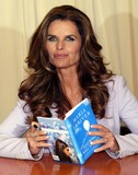 Maria Shriver Photo - Maria Shriver Signs Copies of Her New Book Just Who Will You Be at Barnes  Noble in New York on April 23 2008 Photo by Terry GatanisGlobe Photos Inc