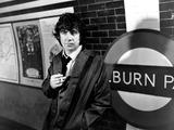 Alan Bates Photo - Alan Bates in Butley 1967 Supplied by Globe Photos Inc Alanbatesretro