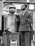 Tv-film Still Photo - Flip Wilson and Oscar the Grouch Sing I Love Trash on the Flip Wilson Show Tv-film Still Photo Supplied by Globe Photos