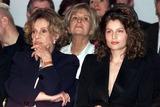Jeanne Moreau Photo - IMAPRESS PH  YANNIS VLAMOSYVES SAINT LAURENTS LAST ADIEU TO FASHION HIS LAST EVER FASHION SHOW RETRACING HIS FORTY YEARS CAREER WAS HELD AT THE CENTRE POMPIDOU (BEAUBOURG) IN PARIS ON THE 22ND JANUARY 2002JEANNE MOREAU LAETITIA CASTACREDIT IMAPRESSYANNIS VLAMOSGLOBE PHOTOS INC