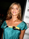 Anna Beatriz Barros Photo 1