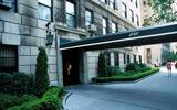 Jackie Onassis Photo - Jacqueline Kennedy Onassis Fifth Avenue Apartment Building Photodyer  Pomponi  Ipol  Globe Photos Inc1996 Jacquelinekenndeyonassisretro 522