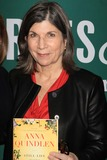 Anna Quindlen Photo - Exclusive Anna Quindlen Promote Her Latest Book Still Life with Bread Crumbs at Barnes Noble Union Square 1-26-2014 John BarrettGlobe Photos